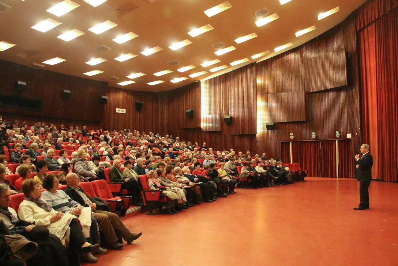 Az Aktív időskor program keretében látogattak el az érdeklődők az Agora  Savaria Filmszínházba 9c33513b79